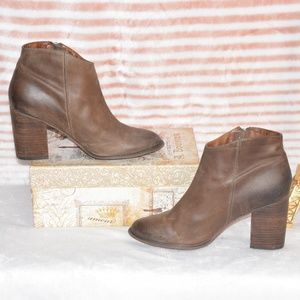 SHOEMINT Leather Heeled Zippered Ankle Booties 9
